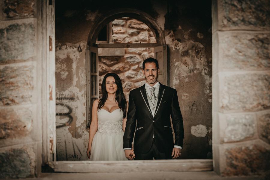 pareja en la postboda en un castillo