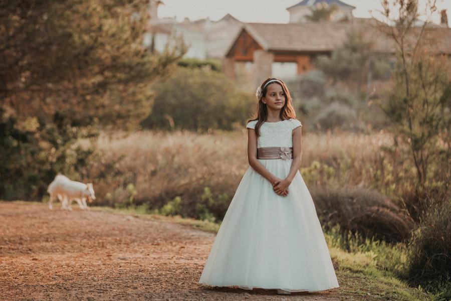 niña con vestido de comunión