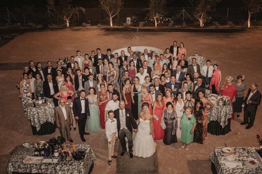 todos los invitados de la boda juntos