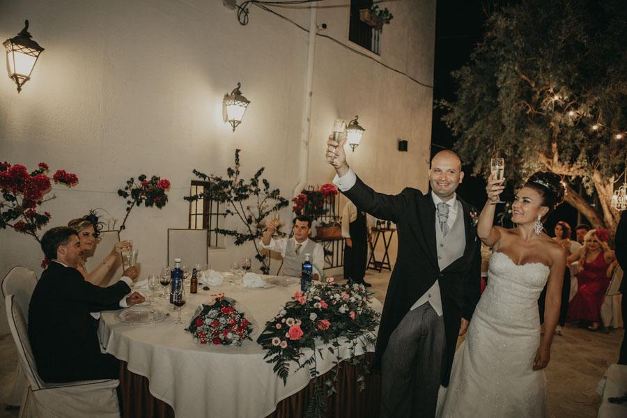 entrada de los novios a la boda