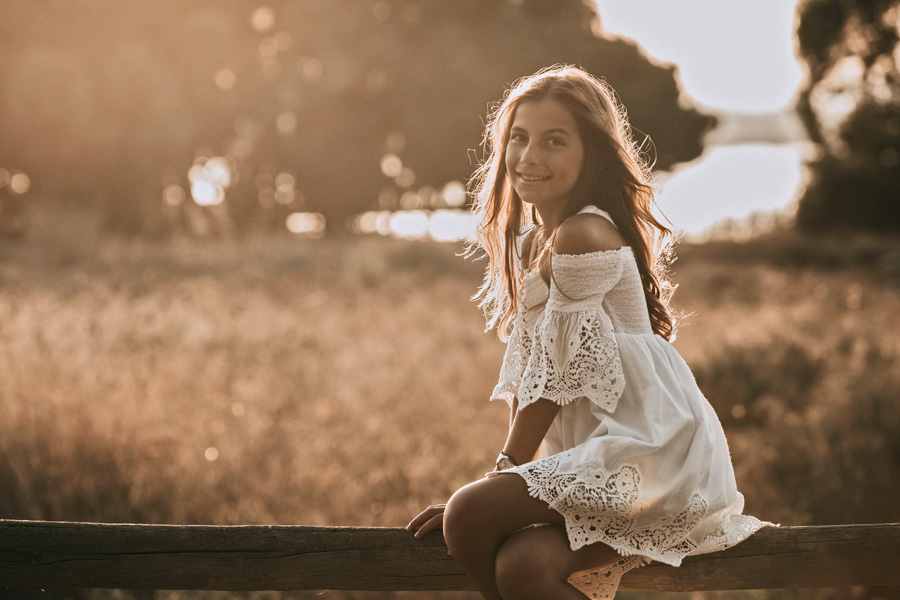 niña de comuniones de santa pola en el campo