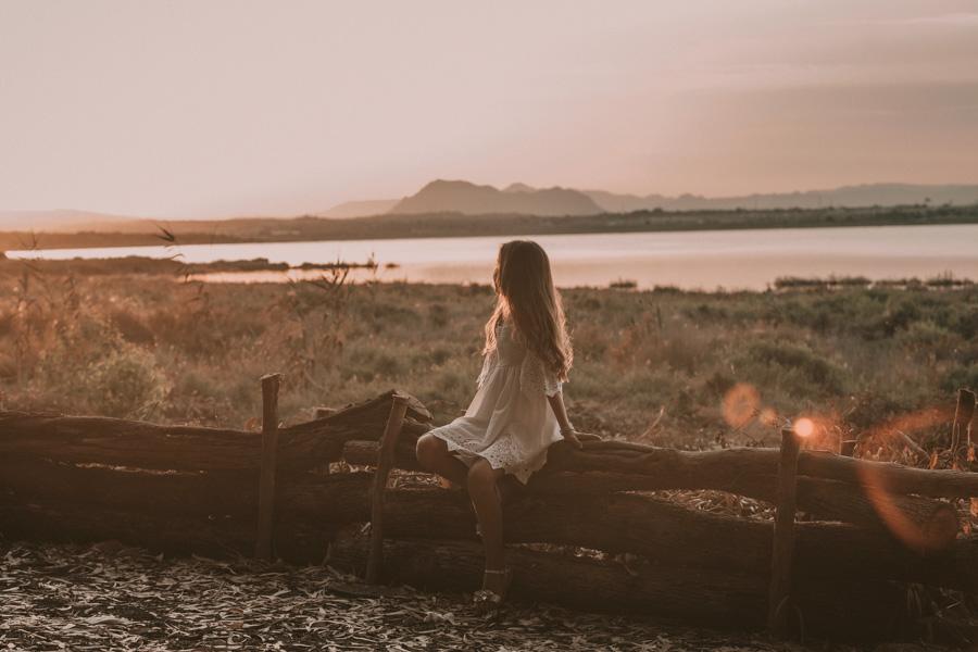 fotos de niña de comunión , natalia santa pola horizonte montañas
